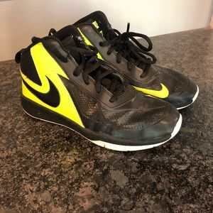 Black and yellow Nike basketball shoes sz 3y
